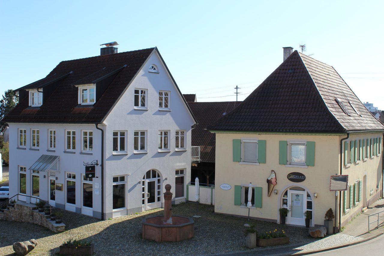 Mehrfamilienhäuser in Freiburg-Opfingen von imXpert - Dorfplatz Freiburg-Opfingen
